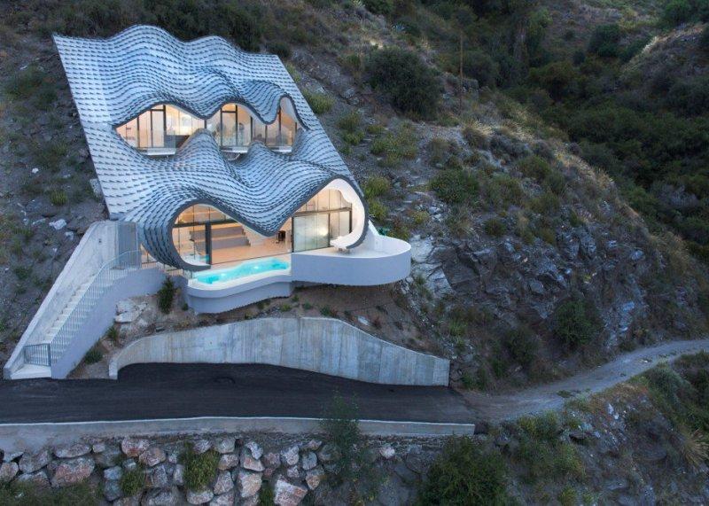 İspanya'da dağ yamacına inşa edilen muhteşem ev